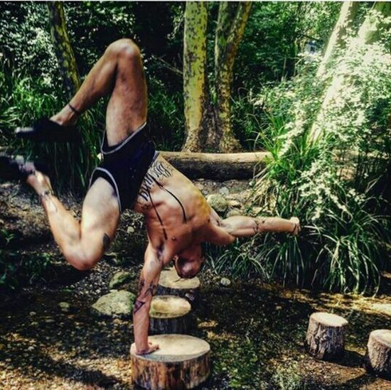On the jungle! Jungle Man Palm Tree Forest Photography Handstand ♥  Balance Yoga Yoga Pose Lost In The Landscape Been There. Done That. Discover Berlin EyeEmNewHere