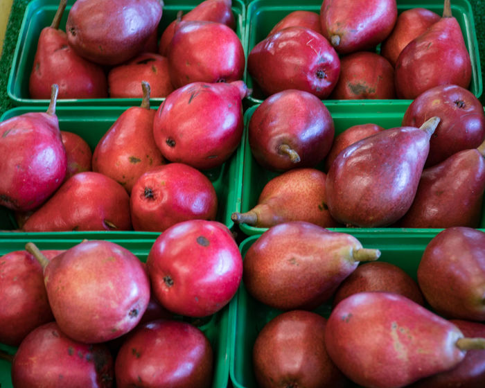 A Abundance Backgrounds Business Choice Close-up Day Farm Farmstand Food Food And Drink For Sale Freshness Fruit Full Frame Green Healthy Eating Large Group Of Objects Market No People Outdoors Pear Red Relaxing Retail