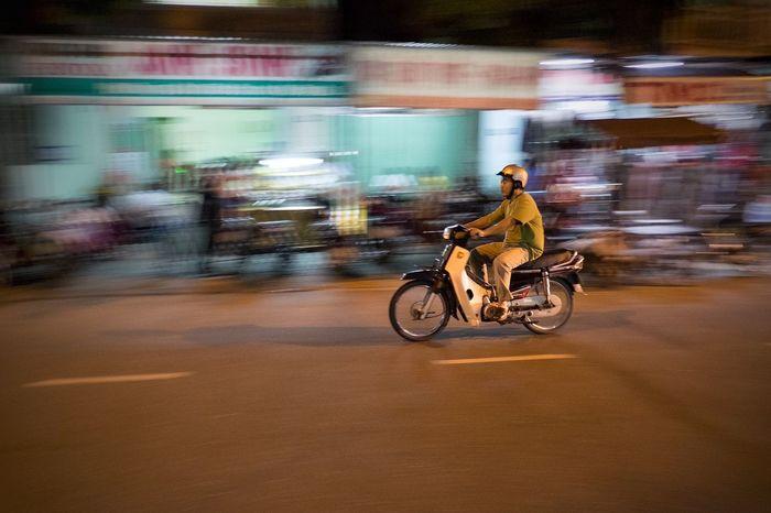 Learn & Shoot: After Dark Vietnam Hoi An Night Scooter