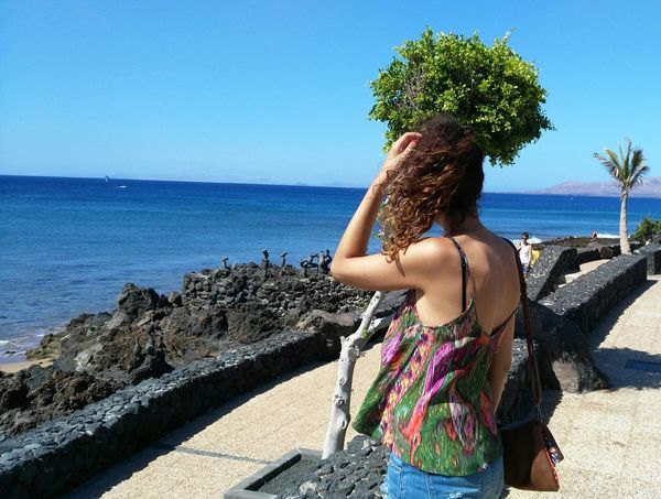 😍 Hi Sea Curly Hair Only Women Tranquility Beach Nature Real People Horizon Over Water One Person Women Day Taking Photos PreciousMoments That's Me! Vacations Makemyday Beautiful Nature Hello World Long Hair Brown Hair Young Women Nature en Lanzarote, SPAIN