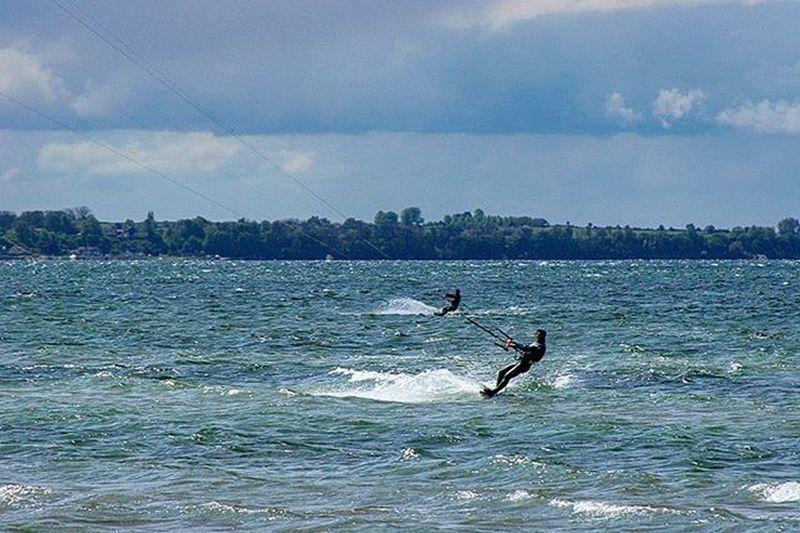 Surfer Kitesurfer Kite Kitesurfers Kitesurfersclub Rydebäckbeach Rydebäck Lifestyle Lifeisgood Lifeisbeautiful Bythebeach Wind Surfing Wind Meandmycamera Picoftheday Photooftheday Canonphotography