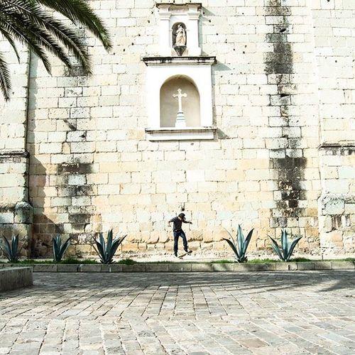 • 🎶On our side [Mr. LYNX] • OaxacaAPie ____________________________________ Igersoaxaca Icu_mexico Loves_latino Igersmood CapturaMexico Conocemexico Fandelacultura Primerolacomunidad Visualsgang Whpsplitsecond Vivamexicomx Turismo_mexico32 Loves_world Gf_mexico Mexico_great_shots Ftwotw Ig_today Igworldclub Folkgood Gooviral Best_photogram EspirituCallejero Mexicourbano Loves_vscolifestyle BeautifulDestinations MexicanosCreativos HumanEdge Huntgram MinimalPeople