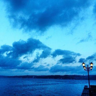 Mavi nin bilmem kac tonu! Manzara Deniz Istanbul Türkiye Boğaz Bosphorus Ig_turkey Ig_turko Anıyakala Turkinstagram Photooftheday Bulut Sky Cloud Instagram_turkey Ev Hometown