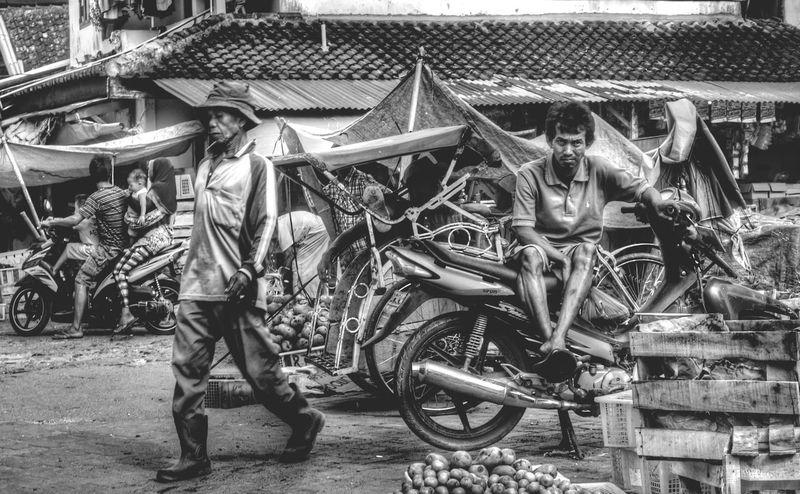 Enjoying Life Streetphotography Street Art INDONESIA