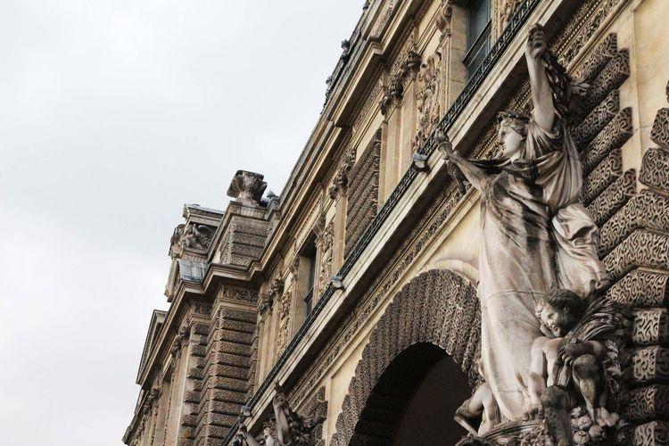réserver la dignité pour certain moment :8 Architecture Dignity Louvre Louvremuseum Musée Du Louvre Paris Statue Walking Around