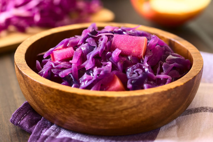 Braised red cabbage with apple in wooden bowl, with ingredients in the back, photographed with natural light (Selective Focus, Focus in the middle of the dish) Apple Homemade Food Red Red Cabbage Side Dish Vegetarian Vegetarian Food Accompaniment Bowl Braised Braised Cabbage Cabbage Cooked Cruciferous Food Food And Drink Freshness Fruit Healthy Healthy Eating Kraut Purple Vegan Vegetable Vegetarian Food
