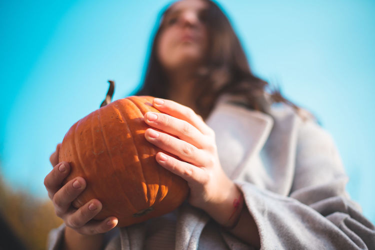 Autumn Mood Holding One Person Front View Focus On Foreground Food And Drink Food Close-up Indoors  Blue Headshot Portrait Casual Clothing Leisure Activity Lifestyles Adult Real People Healthy Eating Low Angle View