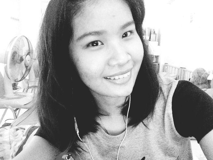 ยิ้ม ไม่ได้แปลว่าจะมีความสุข.