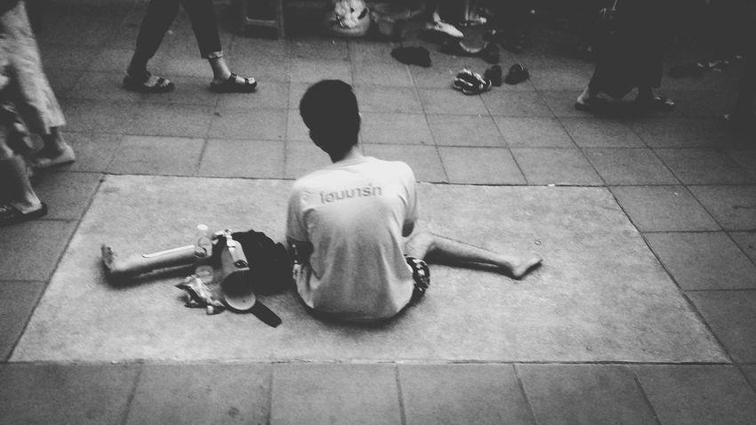 Poorpeople Poorman Poor Life Street Lifestyles Life Bangkok Thailand. ASIA Sitting Sidewalk