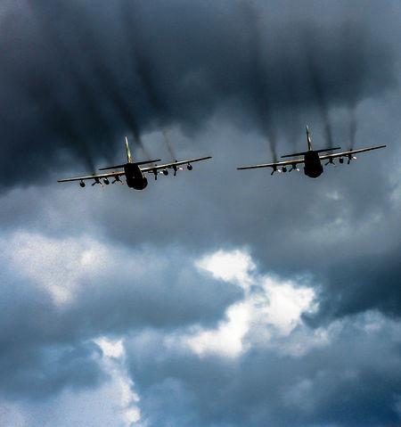 Aircraft C-14 Cloud Hercu Skty Somke Trail