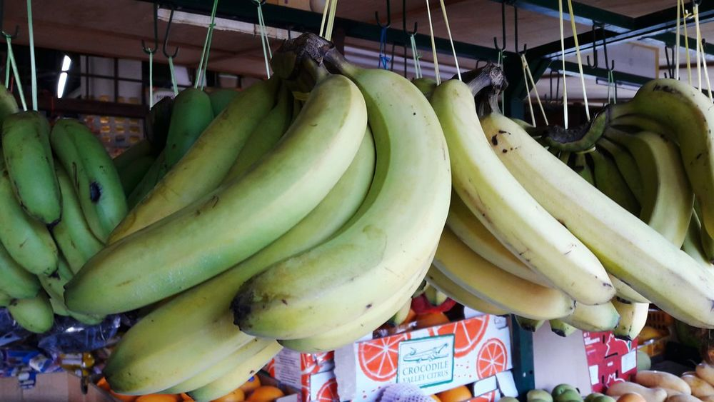 Food Market Food And Drink Retail  Vegetable Business Finance And Industry For Sale Healthy Eating Freshness Fruit Banana Price Tag No People Business Day Indoors  Supermarket EyeEmNewHere EyeEm Best Shots Eye4photography  EyeEm Gallery Banana At Market Freshness Banana Fruit