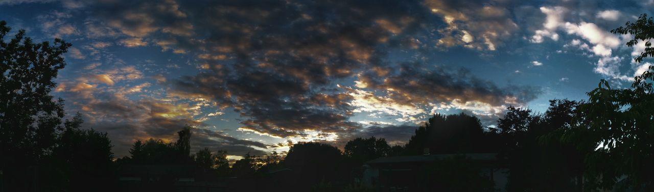 Und wieder geht die Sonne unter .... Cloud And Sky Sunset Clouds Clouds And Sky