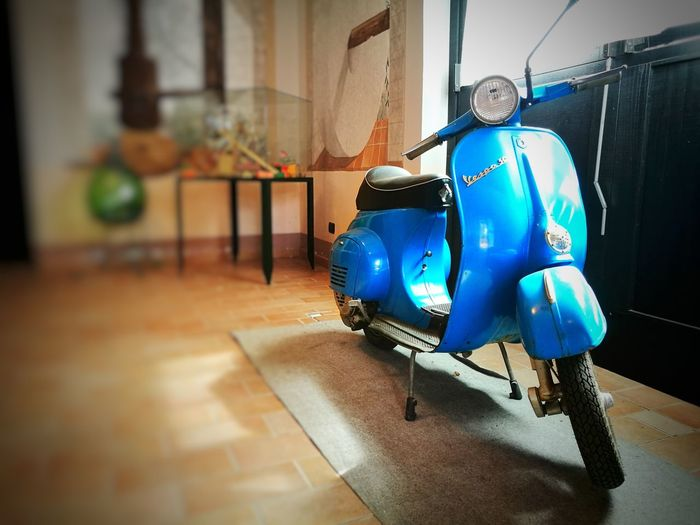 Indoors  No People Motor Motorcycle Photography Motorcycle Motorbike Blue Blue Color Old-fashioned