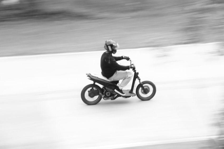 beat my skeleton bike EyeEm Best Shots EyeEm Gallery EyeEm Selects EyeEm EyeEmBestPics Panningphotography Panning Motorcycle Motorbike Motorcycle Photography