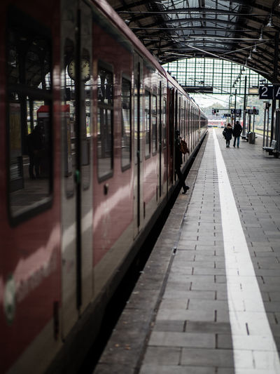 City Departing Departure Getting On The Train GOOD-BYE Leaving Mode Of Transport Passenger Public Transportation Railroad Station Railroad Station Platform Train Train - Vehicle Transportation Travel Woman