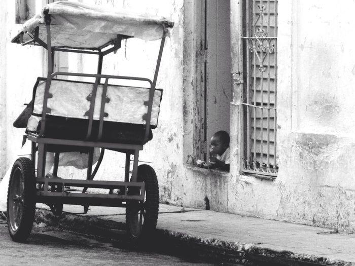 Cuidando el taxi - Habana, Cuba Cuba People Watching Black And White