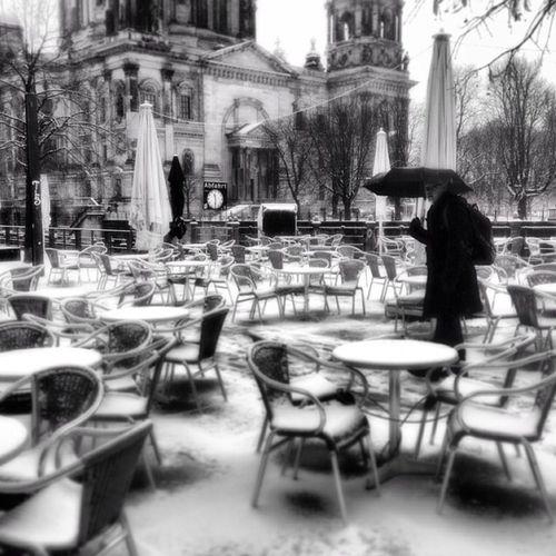 Solo, come disperso, in quel silenzio così rumoroso Black And White Snow Berlin Street Photography