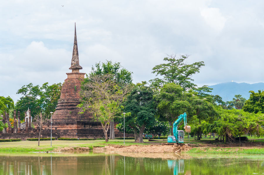 Makro Pagoda Sukhothai Historical Park Sukhothai, Thailand Sukhothaihistoricalpark Adult Adults Only Architecture Beauty In Nature Cloud - Sky Day Full Length Growth Nature One Person Outdoors People Real People Reflection Sky Sukhothai Tree Water Waterfront