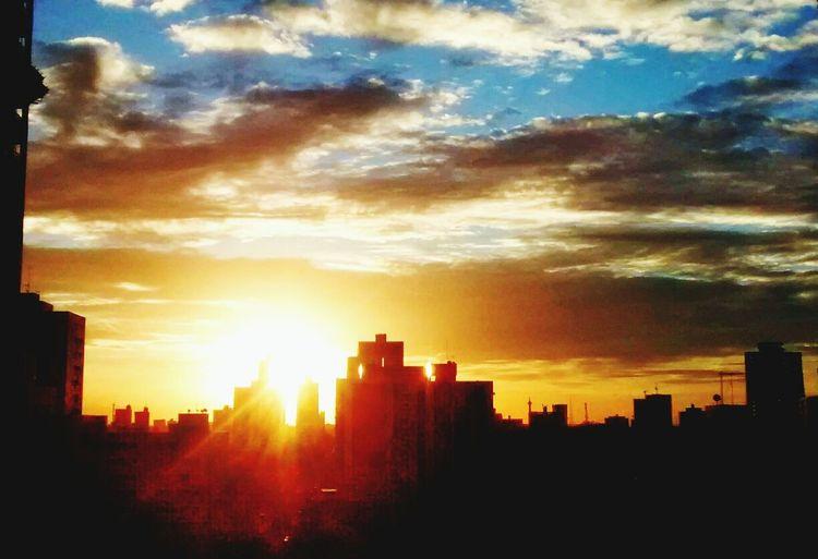 """Da minha janela... Hello World """"Mas é claro que o sol vai voltar amanha ??? First Eyeem Photo"""