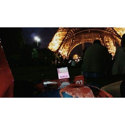 노래크게들을라고 별쌩쇼를ㅋ 그립다 벌써 2주가다되어간다 노가리 수다 친구들 맥주 과자vscocamvsco파리 에펠탑시간가는줄몰랐어..
