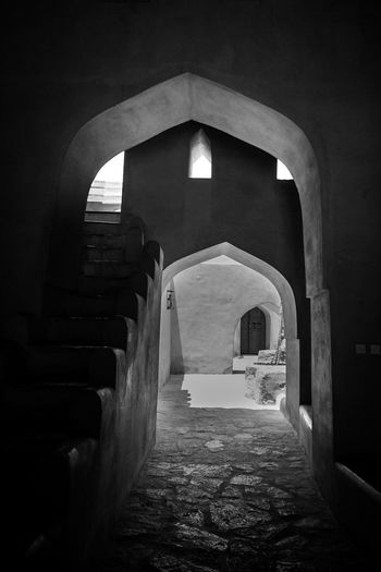 Omani Symmetry Built Structure Architecture The Way Forward Archway Arch Blackandwhite Photography Black And White Travel Arabic Architecture Oman Nizwa Fort Middle Eastern Architecture Exceptional Photographs Patterns Symmetry Architecture In Black And White Beautifully Organized