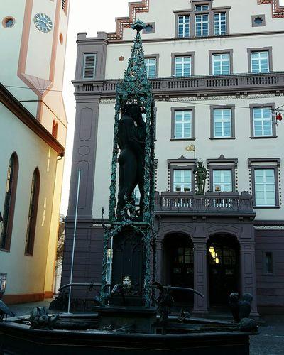Architecture Statue Sculpture Durlach Love Liebe Old Buildings Brunnenfigur Brunnen Fountain Abendstimmung Evening Light Old City