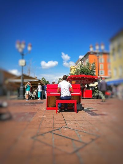 centre of the world, centre of music, follow the sound Archetecture Summer Centrefocus Redisattractive Redpiano Musician Pianist Streetmarkets Southoffrance Nice Musicinthestreet City Sky Building