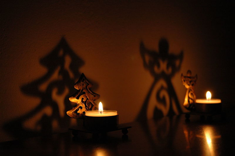 Navidad Burning Flame Candle Fire Indoors  Fire - Natural Phenomenon No People Illuminated Heat - Temperature Lighting Equipment Decoration Table Religion Close-up Glowing Focus On Foreground Art And Craft Dark Nature Selective Focus Electric Lamp Tea Light Capture Tomorrow