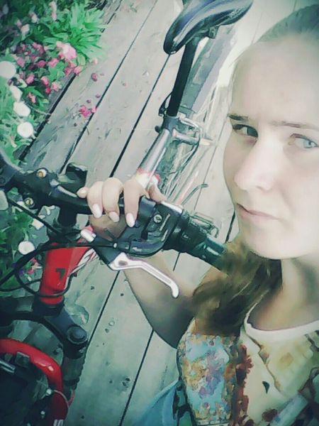 прощай все детствовместе Итак, всего лишь за одну неделю у меня сломались:велосипед, фотоаппарат и чайник. Телефон,тьфу-тьфу-тьфу, починили. Разрушитель техники, а не Маша