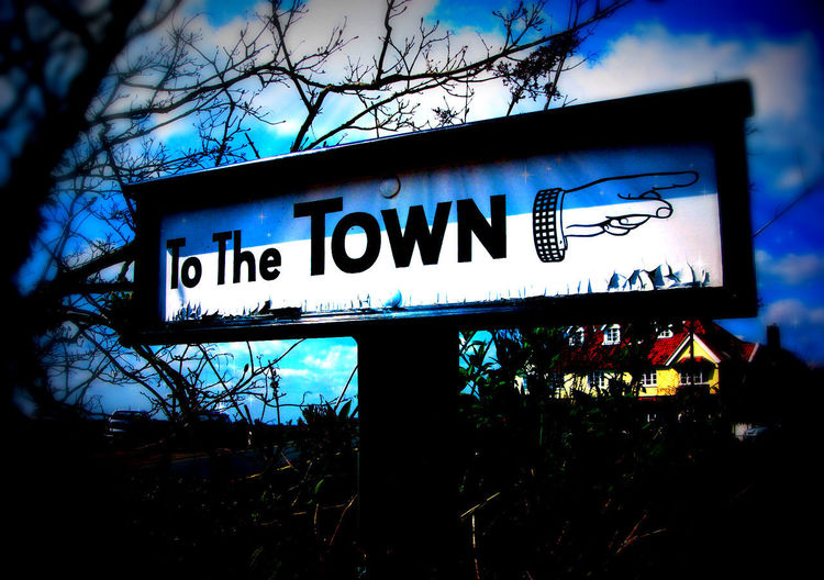 To the Town Directional Sign This Way Bare Tree Direction Guidance Point The Way Road Sign Sky To The Town Town