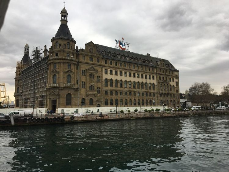 Tarihi Haydarpaşa gar'ı Building Exterior Architecture Built Structure Sky Water Waterfront Travel Destinations Outdoors Cloud - Sky Day No People City Nautical Vessel