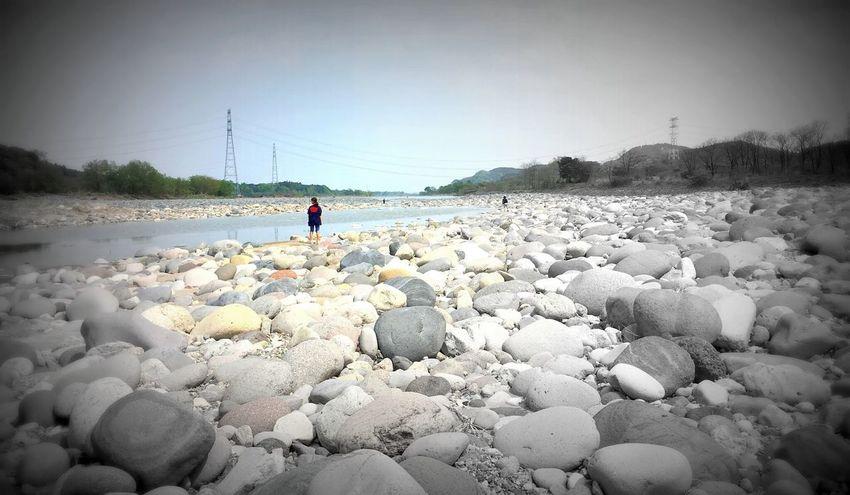 少女は川面の先に何を見る?👁 What is the girl looking at the end of the river? Nature Water Sky Beauty In Nature Outdoors Nice Views EyeEm EyeEm Gallery EyeEm Best Shots First Eyeem Photo Beauty In Nature Enjoying Life River View Mydoughter