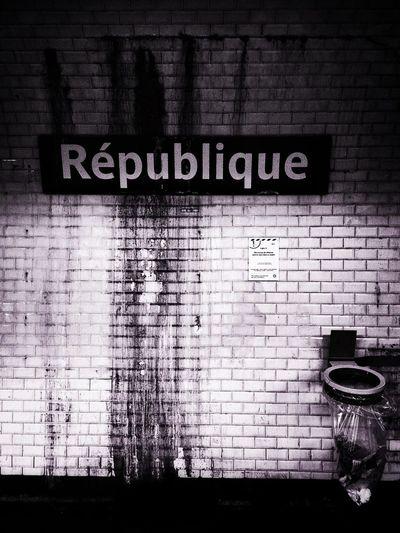La Republique Va Mal