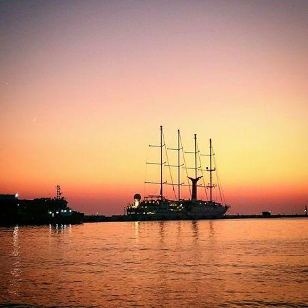 Sunshine Relaxing Enjoying The Sun Sea Sunset Ship Yellow