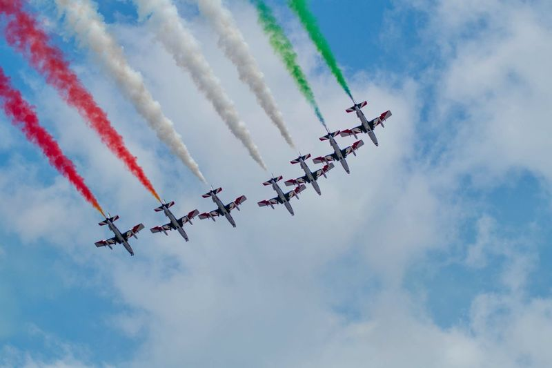 Frecce tricolori Cloud - Sky Flying Airplane Air Vehicle Airshow Sky on the move