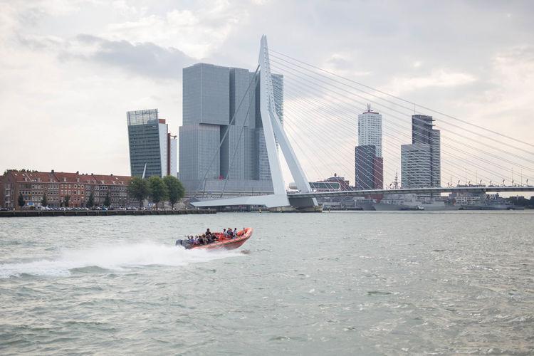 Erasmusbrug Rotterdam Speedboat Tower Urban Skyline Zerofotografie.nl
