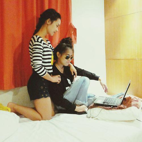 คู่สร้างคู่สม ฮ่าๆๆ ^^ ทำไปได้ Pangnga Takuapa Taking Photos Roommate