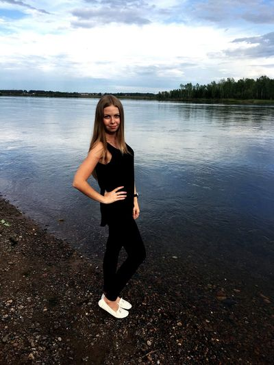 Енисей красноярск Природа отдых 😊✌️ Only Women One Woman Only One Person Water Full Length Adults Only Front View Adult People Smiling Long Hair Day Lake Mature Adult Portrait Standing One Mature Woman Only Cloud - Sky Outdoors Happiness First Eyeem Photo