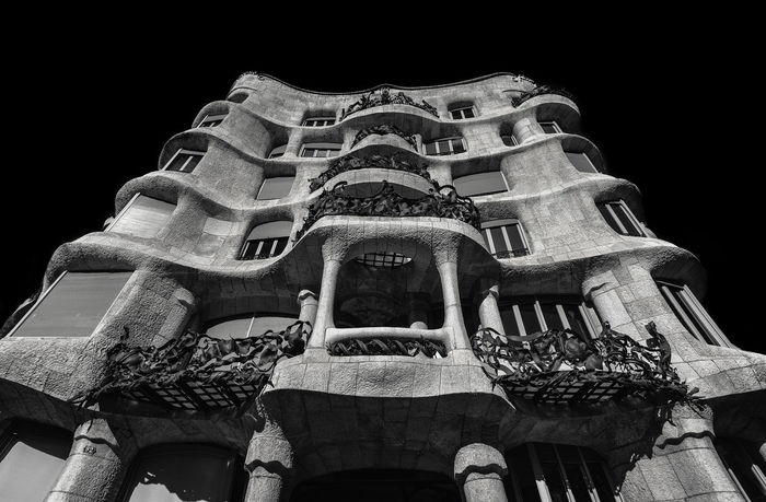www.instagram.com/gmauleons Barcelona Barcelona, Spain Casa Milà Gaudì EyeEm Best Edits EyeEm Best Shots EyeEm Selects EyeEmNewHere Gaudi SPAIN The Architect - 2017 EyeEm Awards The Street Photographer - 2017 EyeEm Awards The Week On Eyem The Week On EyeEm Architecture Blackandwhite Blancoynegro Bnw_collection Building Exterior Built Structure Bw Casa Mila ( La Pedrera ) Low Angle View Night No People Outdoors