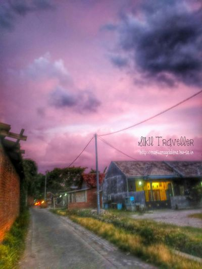 This is how the sky looks like in my city: Sidoarjo - East Java - Indonesia, it's been two days. Do you think its beautiful? Sky Sony Xperia Photography. Sikil Traveller Pink Vanishing Point
