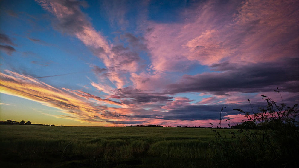Sunset Sunset And Clouds  Evning Sky Evning View Evning Light Nature Sky Photography Photo Backgrounds No People Willage Colorful Colours Of Nature Color Explosion Evning Glow Mix Yourself A Good Time Been There. Perspectives On Nature