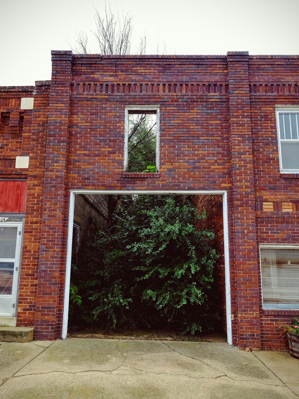 architecture, building exterior, built structure, window, outdoors, brick wall, no people, day, tree, sky