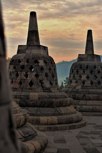 Photo from my recent trip to Borobudur temple, in Yogyakarta, Indonesia. Borobudur, is a 9th-century Mahayana Buddhist Temple. Built during the reign of the Sailendra Dynasty, abandoned following the 14th-century decline of Hindu kingdoms in Java and the Javanese conversion to Islam.A UNESCO World Heritage Site. Don't ever come here on raining season (like I did in Dec), most of the time just misty and cloudy. Would repeat the trip next year probably in April. Ancient Ancient Architecture Ancient Civilization Architecture Architecture_collection Borobudur Borobudur Temple Buddhism Buddhism Stupa Buddhist Temple EyeEm Indonesia Fredpius Historical Monuments Magelang Stupa Sunrise Yogyakarta