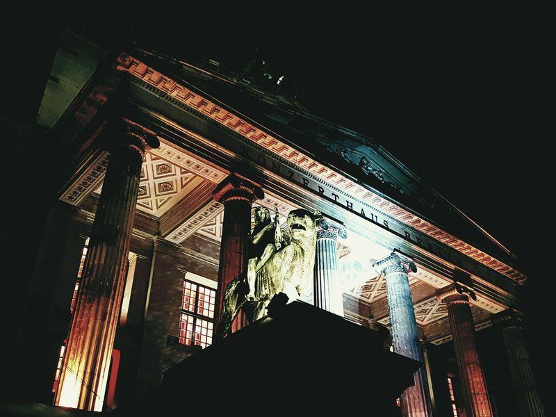 Berlin Berliner Ansichten Gendarmenmarkt City Travel Destinations Konzerthaus Berlin Lion Illuminated