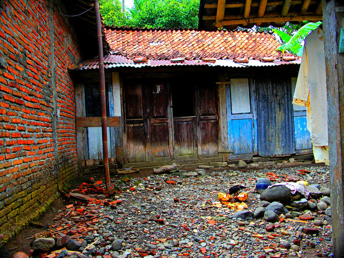 Doors INDONESIA Kampung Architecture Building Exterior Built Structure Colorsplash Day Gombong Houses And Windows Kampunglife No People Outdoors Pastel Colors Poorpeople