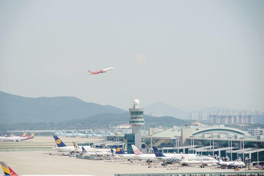 Flying Day Sky Outdoors Airplane Travel Destinations Vacations No People Incheon Airport Korea EyeEmNewHere EyeEm Gallery Hsun The Week On EyeEm Sony A7m2 Cloud - Sky
