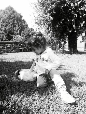Babygirl Girl Playwithanimals Dog❤ Biting Garden Blackandwhite Photography Littledog Sweet♡ Blackandwhitephotography
