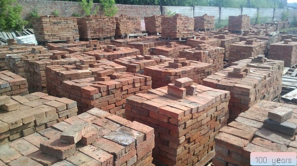 a hundred eyars in the sand lay super mega brick made in Russia