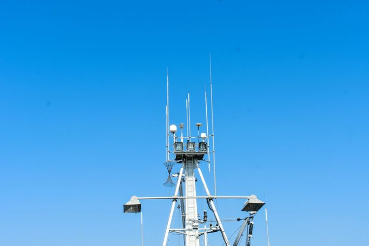 Technology Clear Sky Blue Antenna - Aerial Communication Mast Telecommunications Equipment Sky Boat Sailing Ship Yachting Rigging Nautical Equipment Sailboat Boat Deck Summer Road Tripping