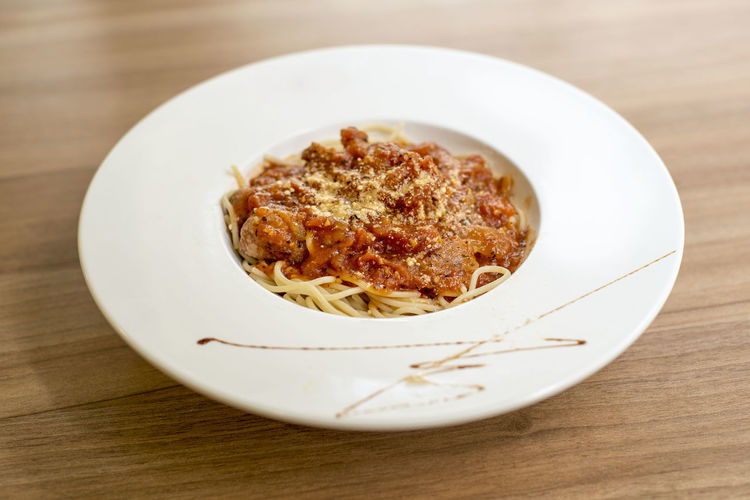 a simple Spaghetti for lunch Table Food And Drink Food Ready-to-eat Freshness Indoors  Still Life Plate Wood - Material Close-up No People Serving Size Wellbeing Pasta Healthy Eating Italian Food Focus On Foreground High Angle View Selective Focus Meat Dinner Spaghetti Crockery Snack